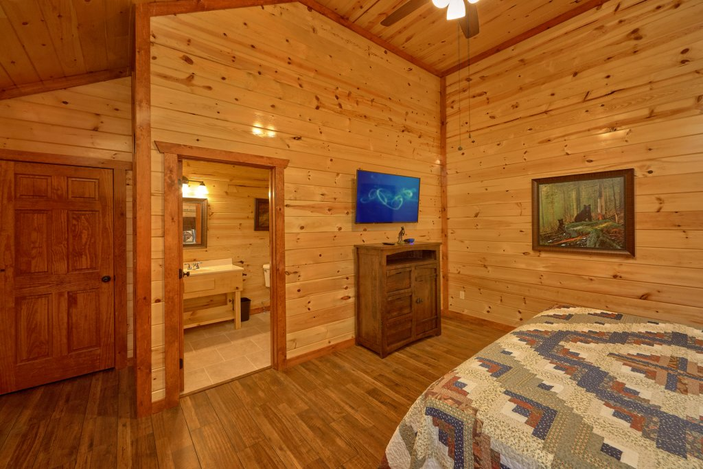 Photo of a Pigeon Forge Cabin named Summit Pool Lodge - This is the thirteenth photo in the set.