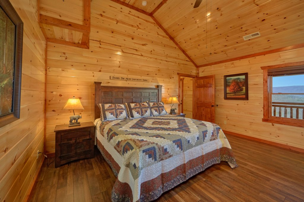 Photo of a Pigeon Forge Cabin named Summit Pool Lodge - This is the fourteenth photo in the set.