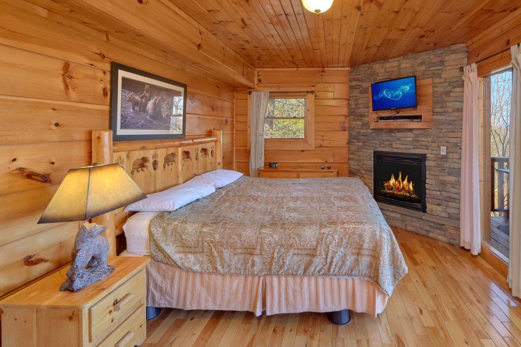 Photo of a Gatlinburg Cabin named Smoky Mountain Serenity - This is the twentieth photo in the set.