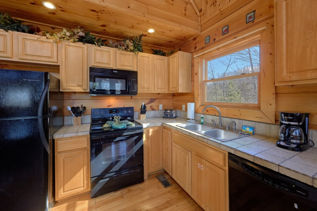 Photo of a Gatlinburg Cabin named Smoky Mountain Serenity - This is the seventeenth photo in the set.