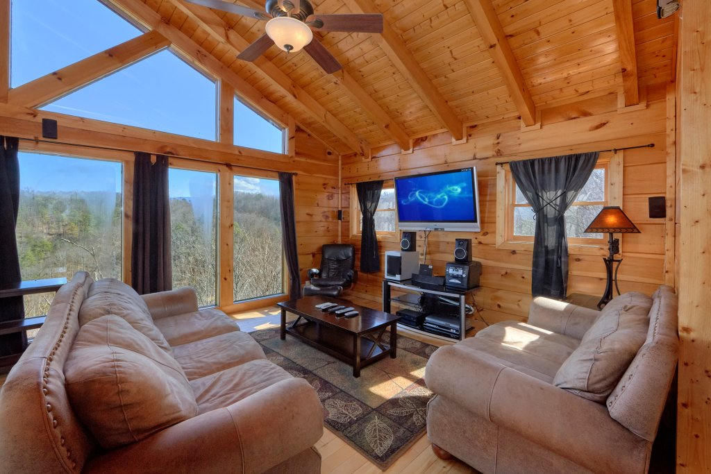 Photo of a Gatlinburg Cabin named Smoky Mountain Serenity - This is the fourteenth photo in the set.