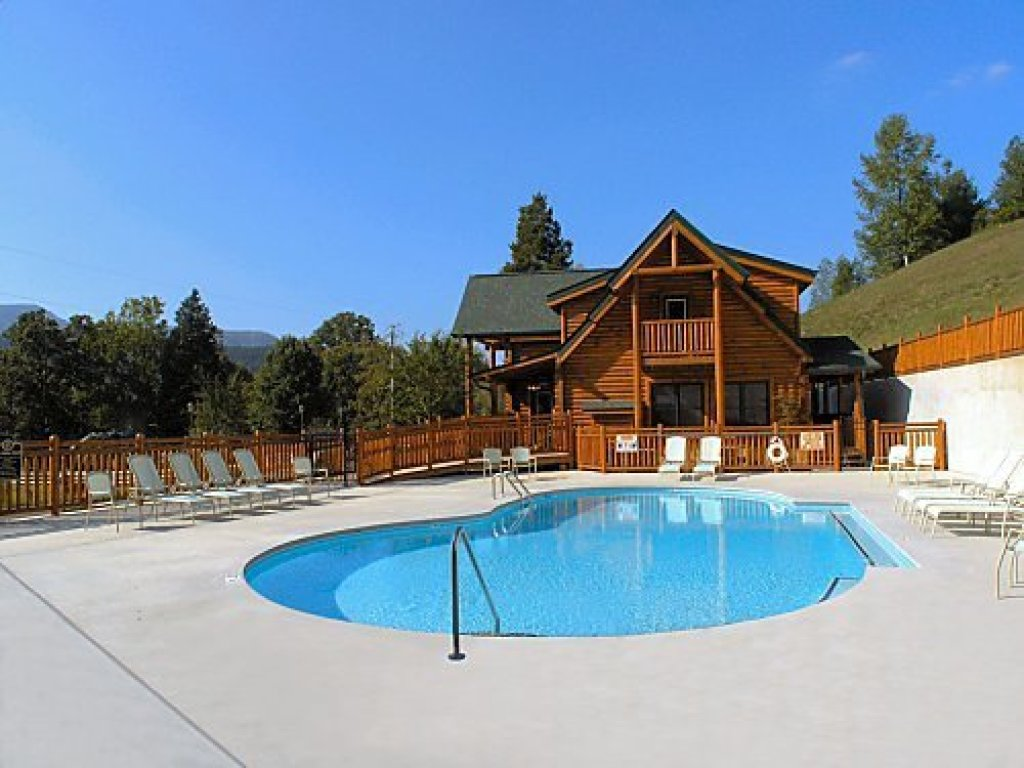 Photo of a Pigeon Forge Cabin named Mountain Creek Lodge - This is the second photo in the set.