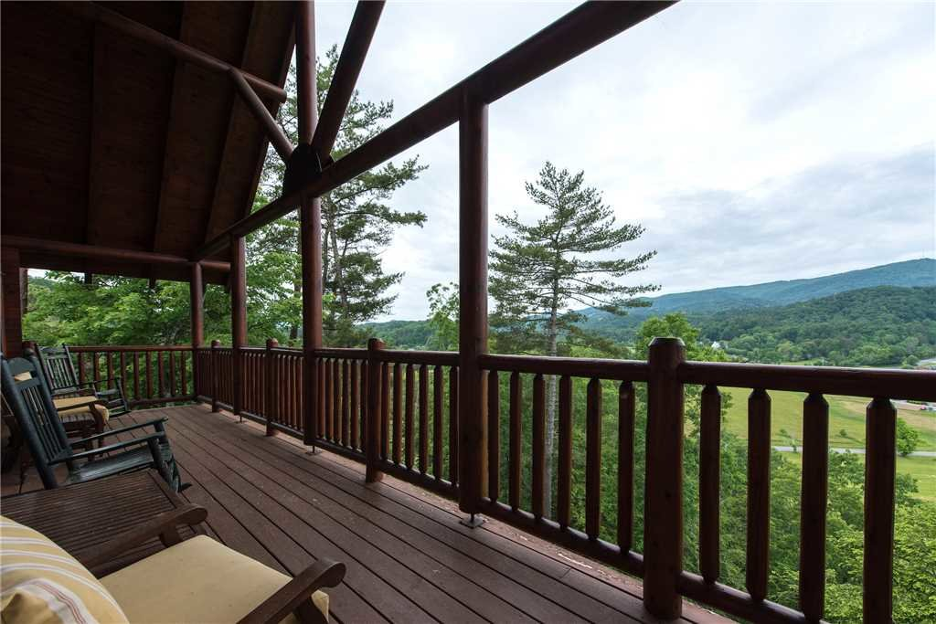 Photo of a Pigeon Forge Cabin named Mountain Creek Lodge - This is the third photo in the set.