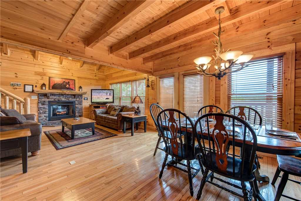 Photo of a Pigeon Forge Cabin named Mountain Creek Lodge - This is the seventh photo in the set.