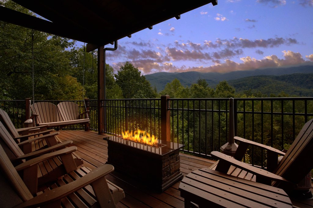 Photo of a Gatlinburg Cabin named Wine Down - This is the first photo in the set.