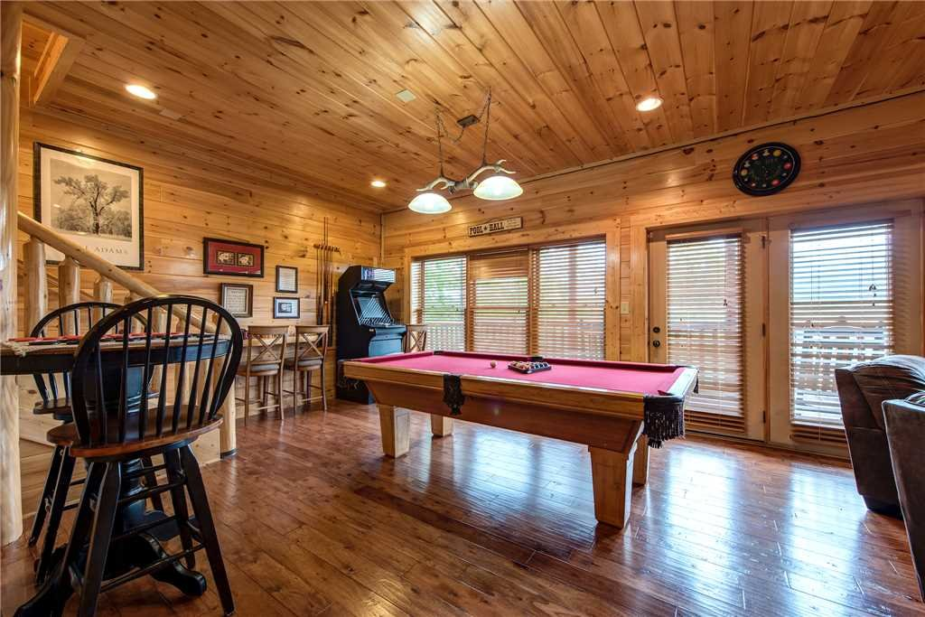 Photo of a Pigeon Forge Cabin named Mountain Creek Lodge - This is the tenth photo in the set.