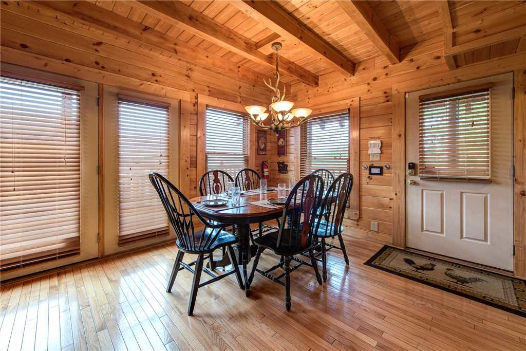 Photo of a Pigeon Forge Cabin named Mountain Creek Lodge - This is the sixth photo in the set.
