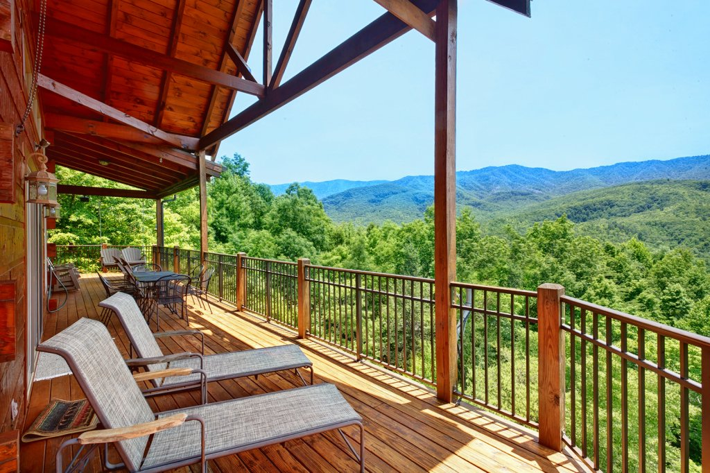 Photo of a Gatlinburg Cabin named Wine Down - This is the fifth photo in the set.