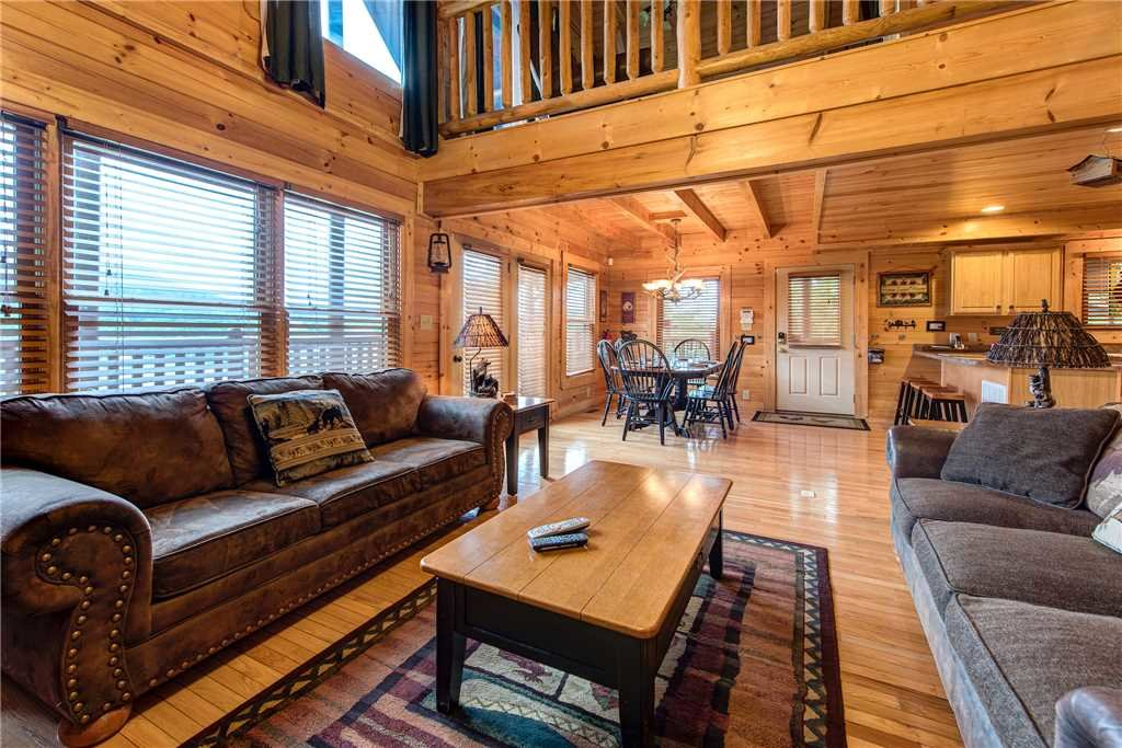 Photo of a Pigeon Forge Cabin named Mountain Creek Lodge - This is the fifth photo in the set.