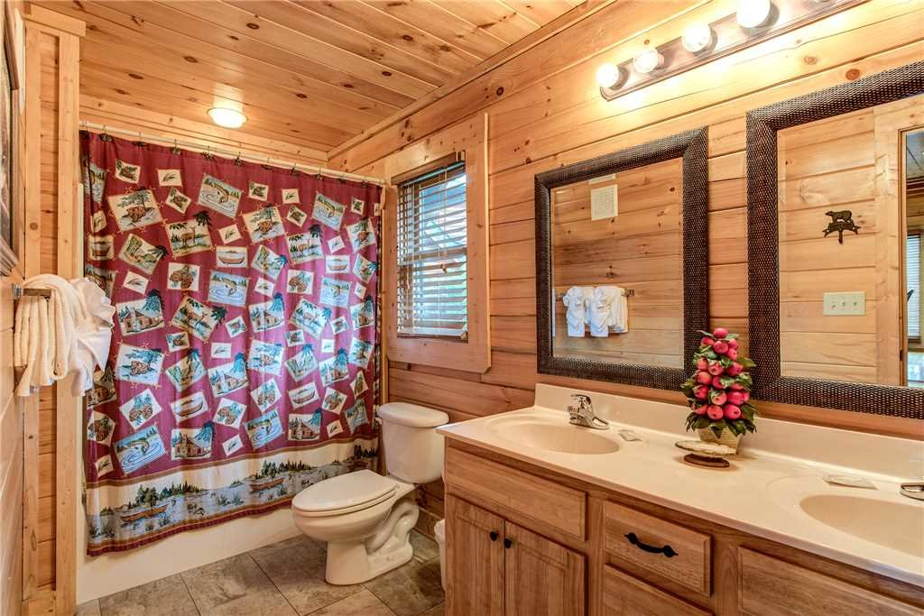 Photo of a Pigeon Forge Cabin named Mountain Creek Lodge - This is the nineteenth photo in the set.