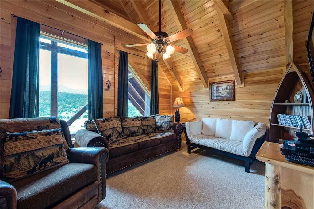 Photo of a Pigeon Forge Cabin named Mountain Creek Lodge - This is the twenty-fifth photo in the set.