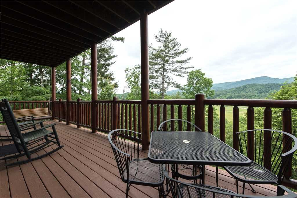 Photo of a Pigeon Forge Cabin named Mountain Creek Lodge - This is the twenty-seventh photo in the set.