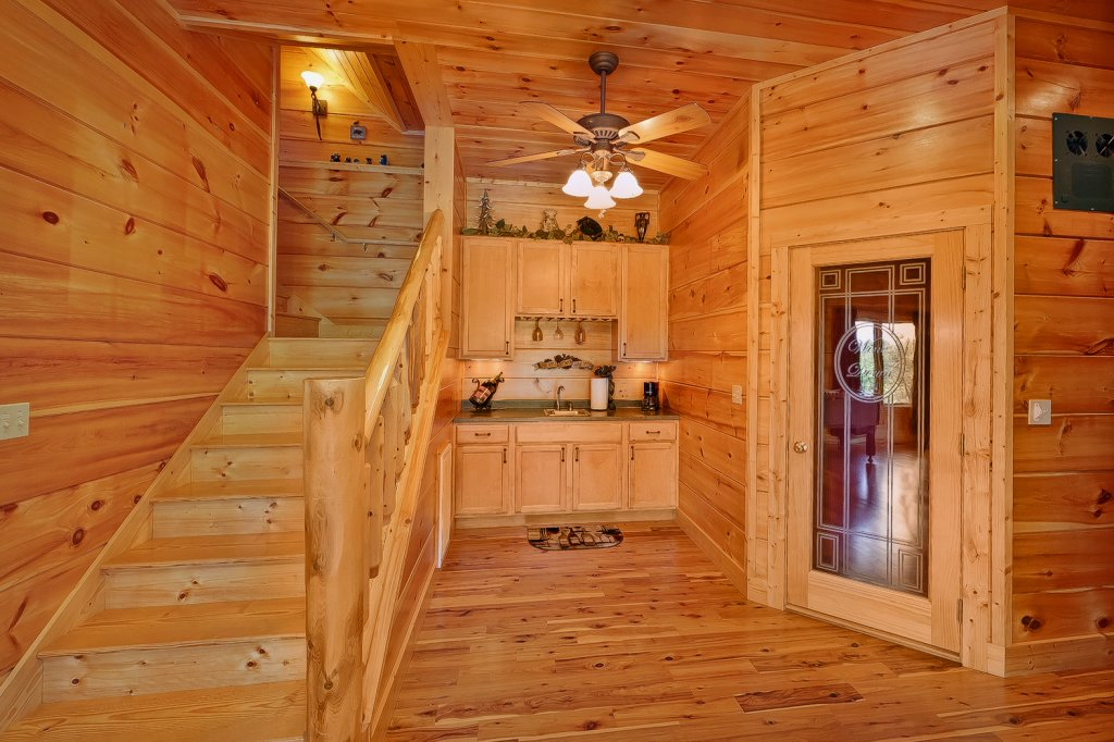 Photo of a Gatlinburg Cabin named Wine Down - This is the twenty-third photo in the set.