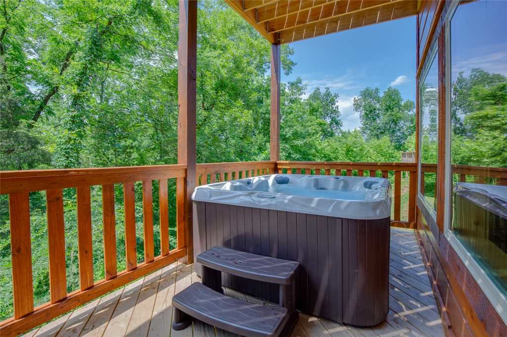 Photo of a Pigeon Forge Cabin named Majestic Waters - This is the twenty-fourth photo in the set.