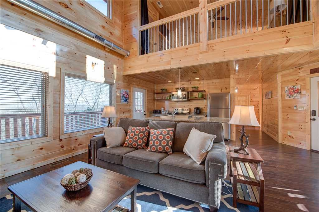Photo of a Pigeon Forge Cabin named Majestic Waters - This is the second photo in the set.