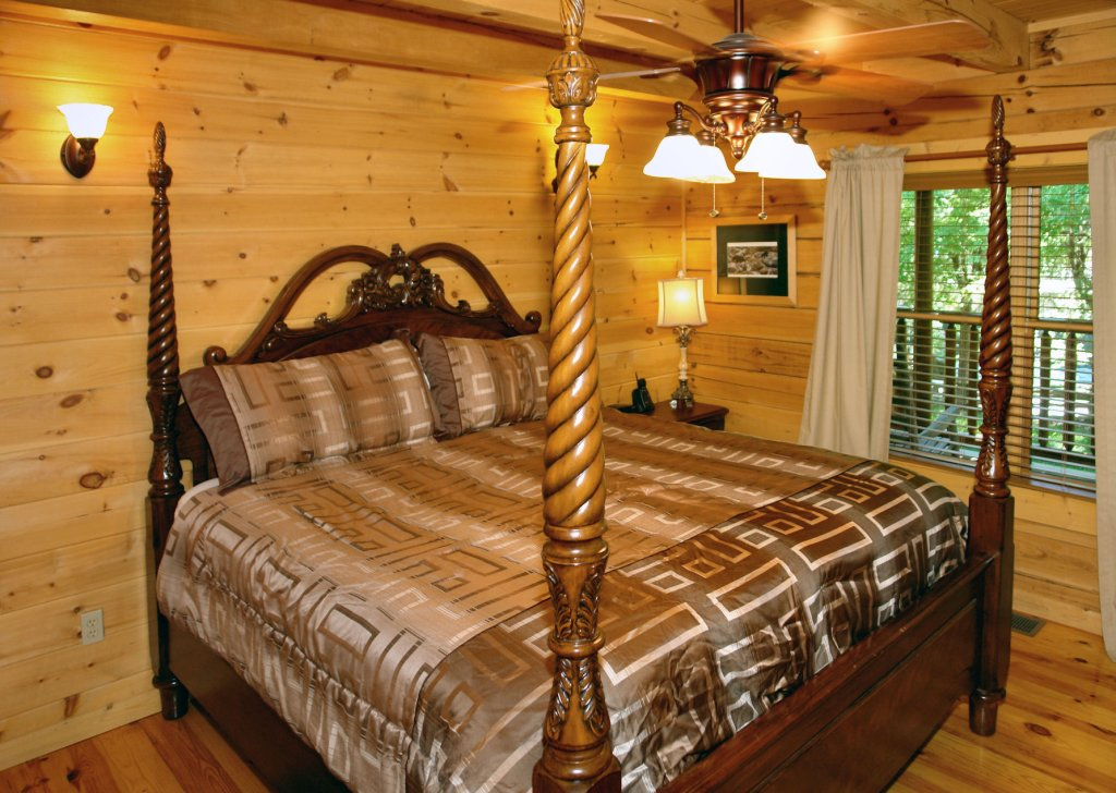 Photo of a Pigeon Forge Cabin named Trout House #350 - This is the thirteenth photo in the set.