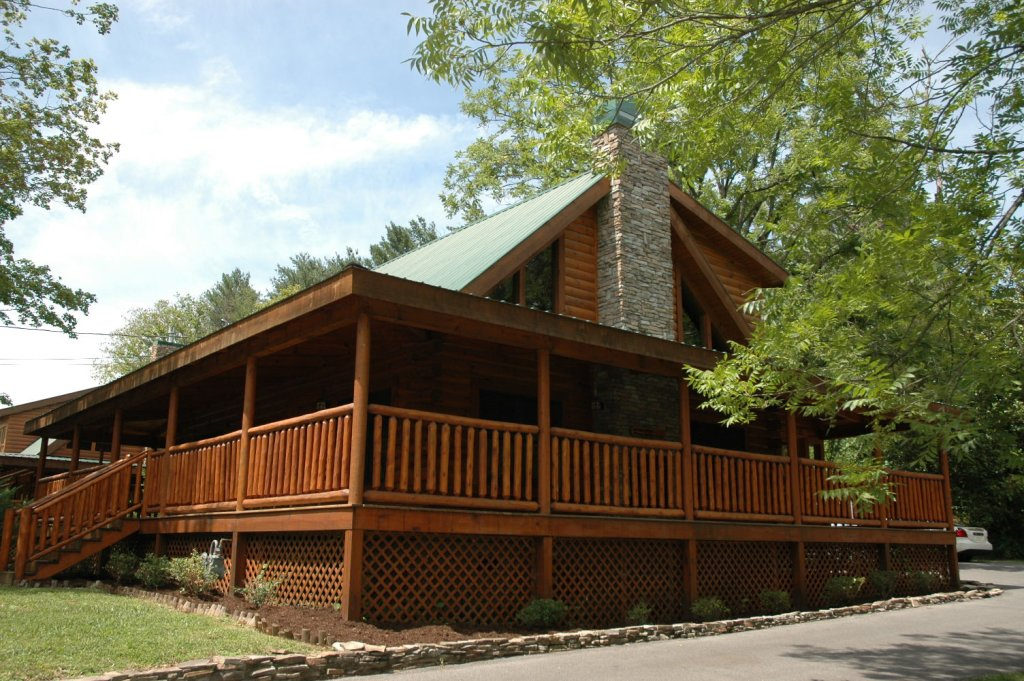 Photo of a Pigeon Forge Cabin named Trout House #350 - This is the fifty-second photo in the set.