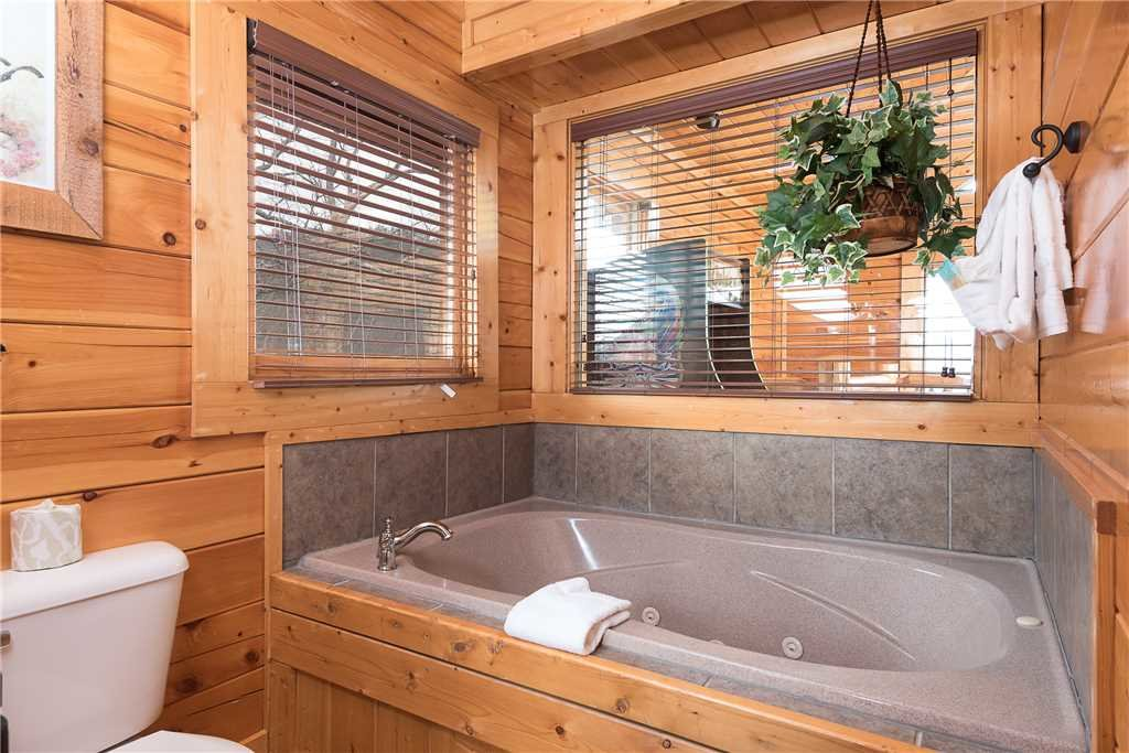 Photo of a Sevierville Cabin named Nature's Paradise - This is the tenth photo in the set.