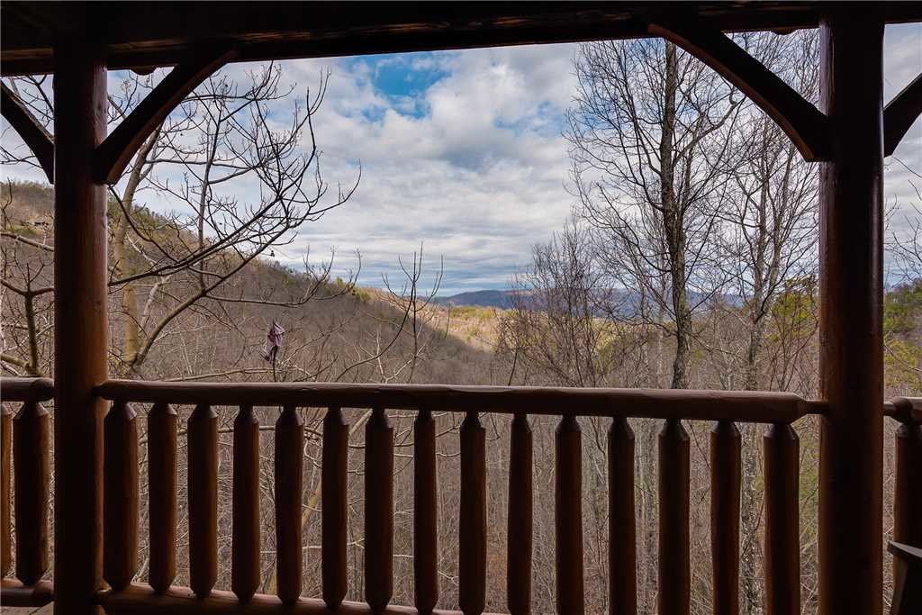 Photo of a Sevierville Cabin named Nature's Paradise - This is the sixteenth photo in the set.