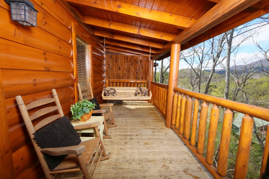 Photo of a Pigeon Forge Cabin named Wild Adventures - This is the third photo in the set.