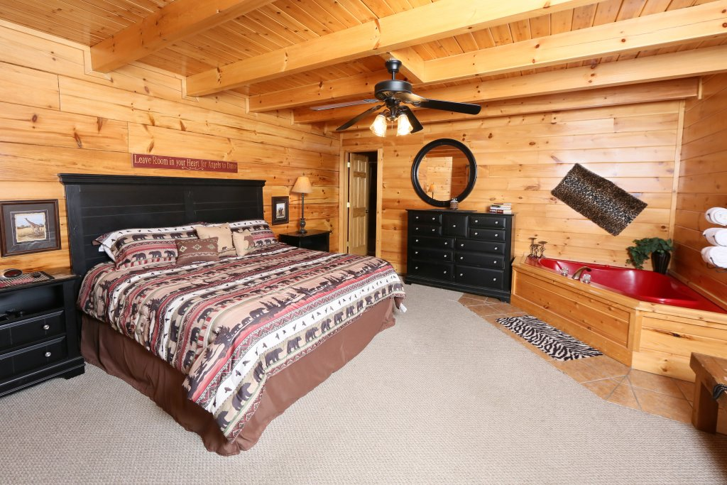Photo of a Pigeon Forge Cabin named Wild Adventures - This is the twelfth photo in the set.