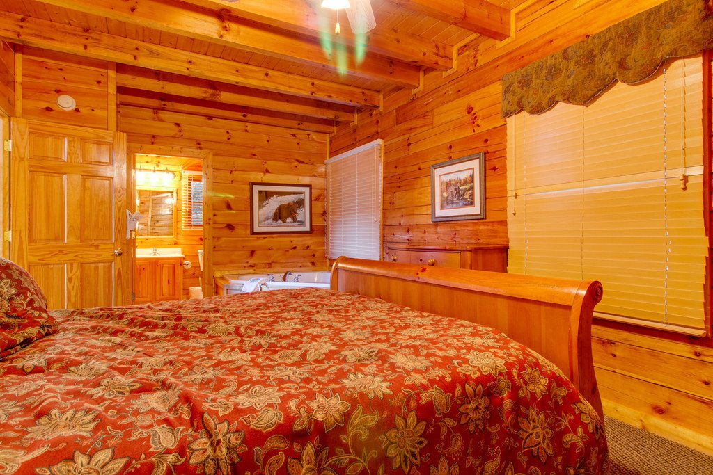 Photo of a Pigeon Forge Cabin named Blue Ridge Sunrise - This is the twelfth photo in the set.
