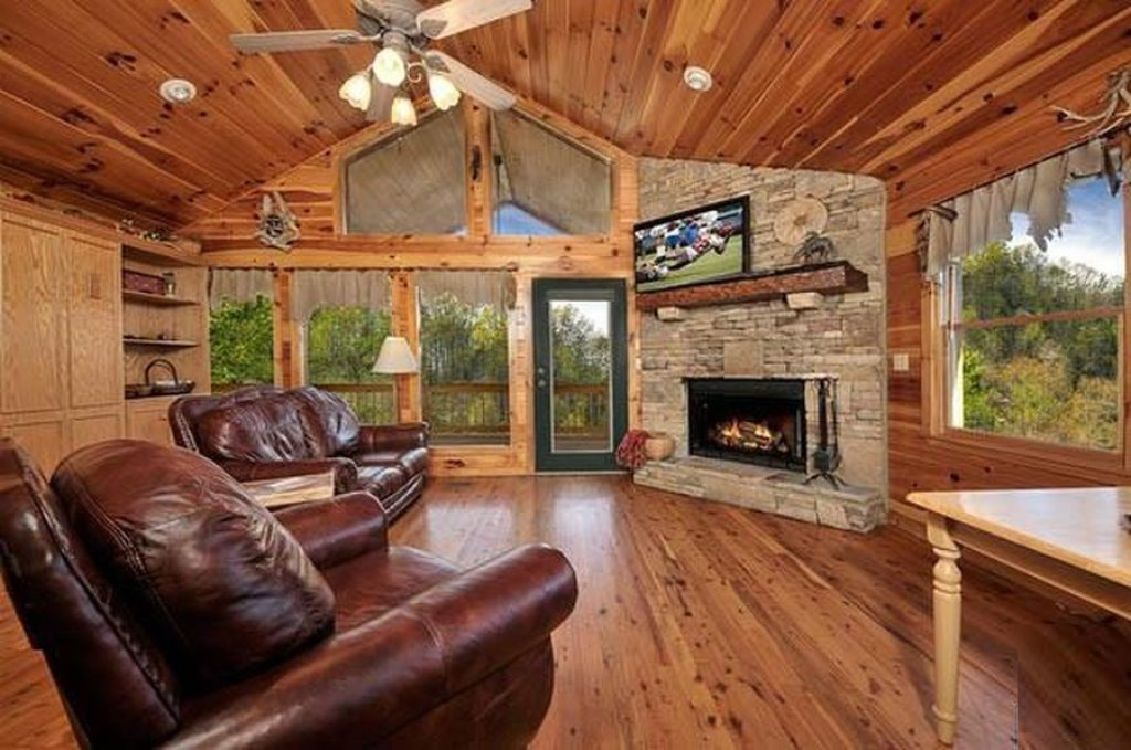 Photo of a Pigeon Forge Cabin named Whispering Waters - This is the fourth photo in the set.