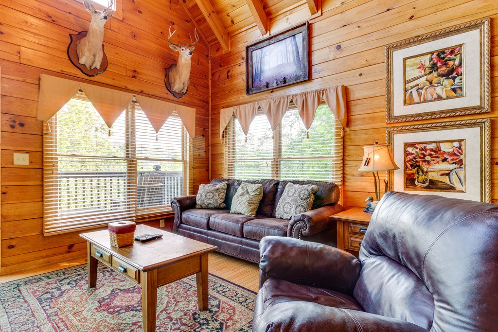 Photo of a Pigeon Forge Cabin named Moonlight Retreat - This is the second photo in the set.