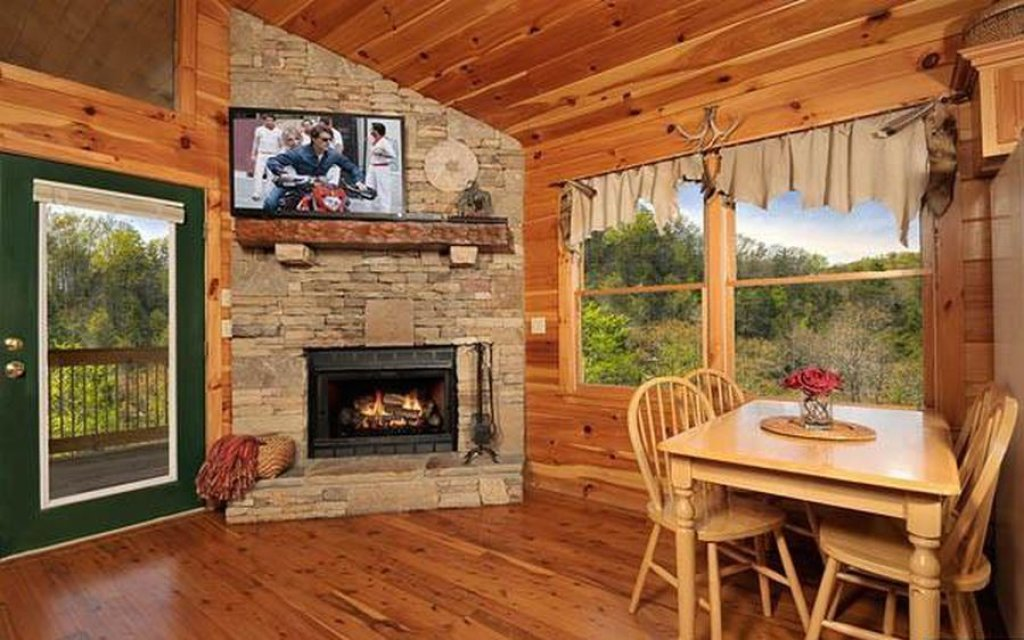 Photo of a Pigeon Forge Cabin named Whispering Waters - This is the second photo in the set.