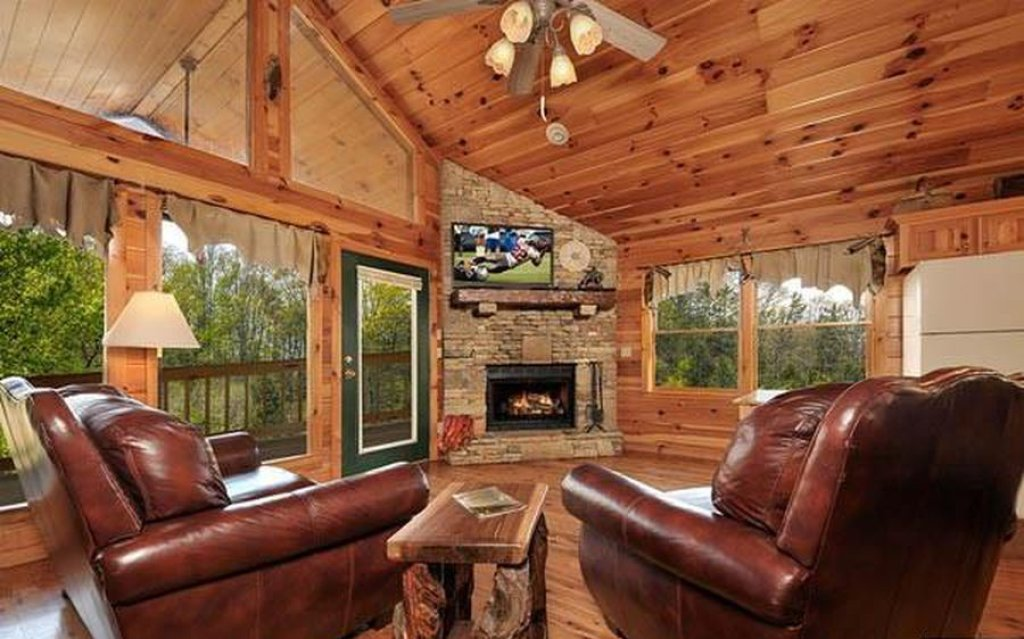 Photo of a Pigeon Forge Cabin named Whispering Waters - This is the fifth photo in the set.
