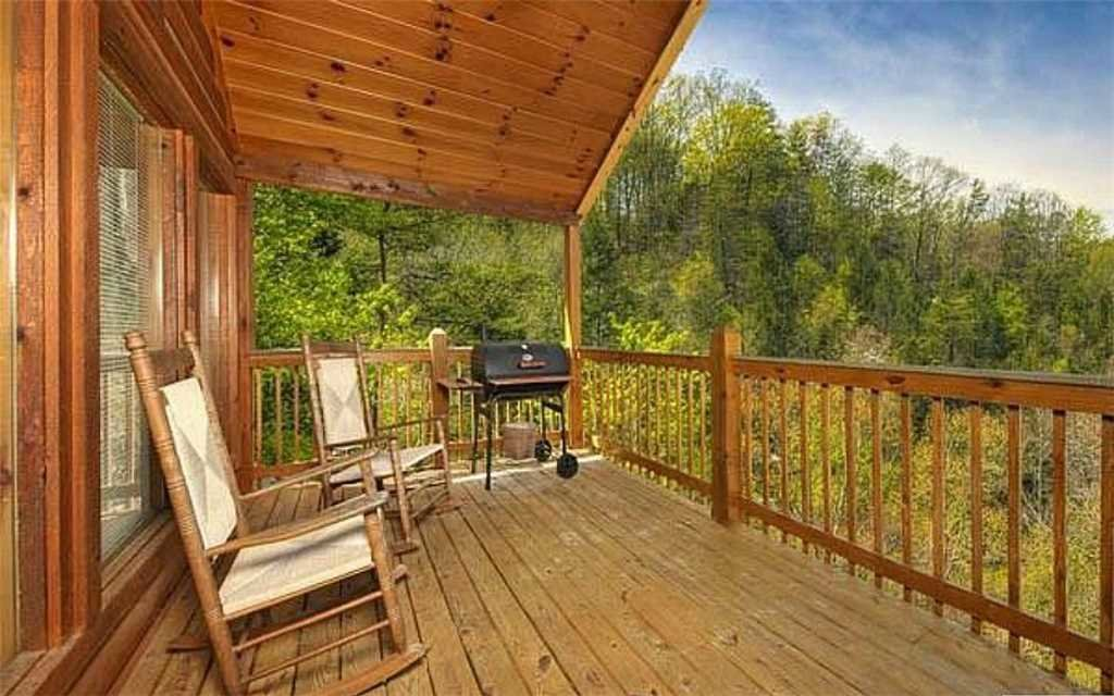 Photo of a Pigeon Forge Cabin named Whispering Waters - This is the twelfth photo in the set.