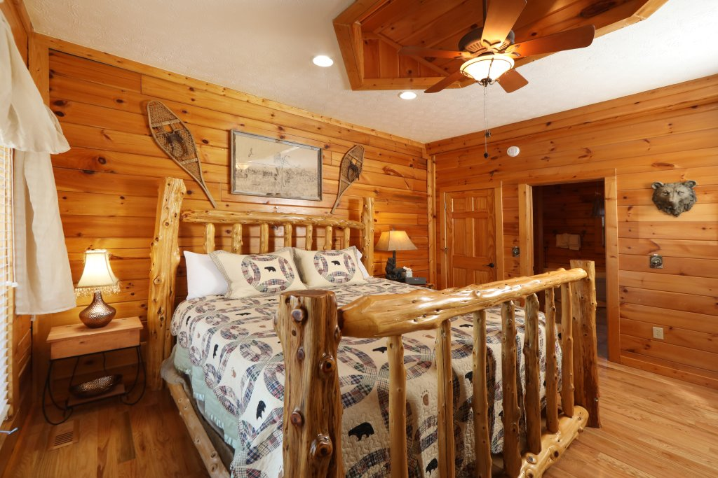Photo of a Pigeon Forge Cabin named A Heavenly View - This is the seventeenth photo in the set.