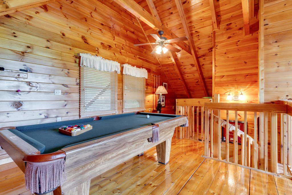 Photo of a Pigeon Forge Cabin named Moonlight Retreat - This is the twenty-fourth photo in the set.
