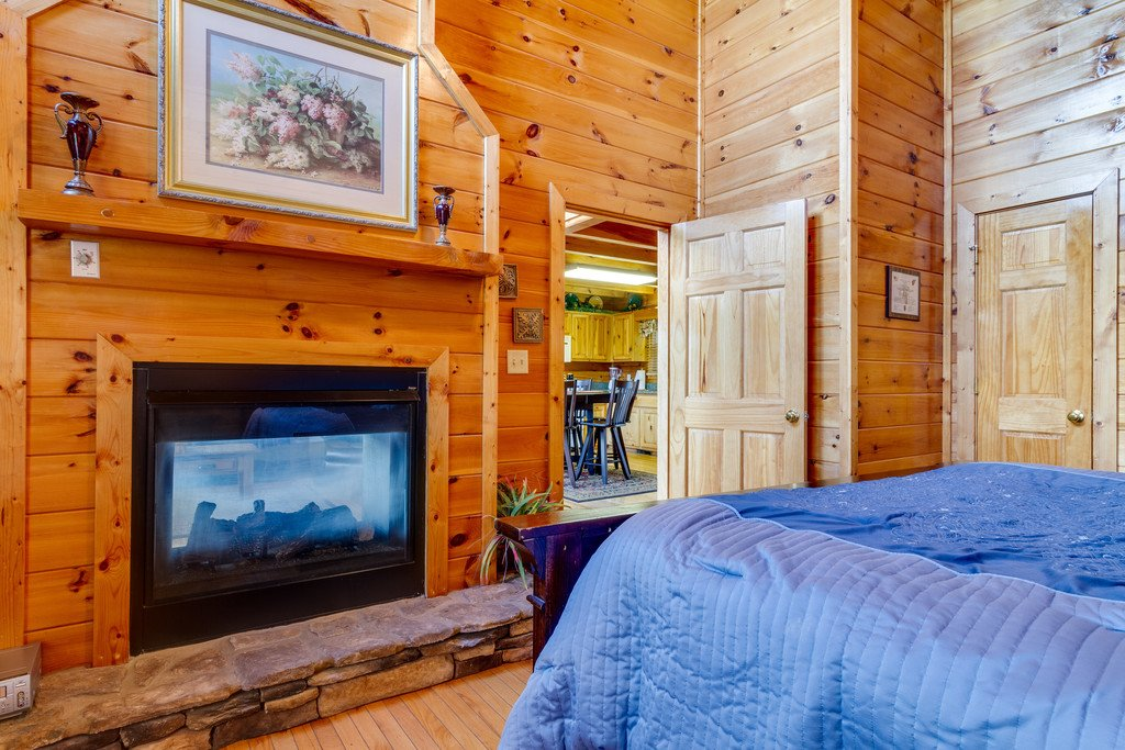 Photo of a Pigeon Forge Cabin named Moonlight Retreat - This is the nineteenth photo in the set.
