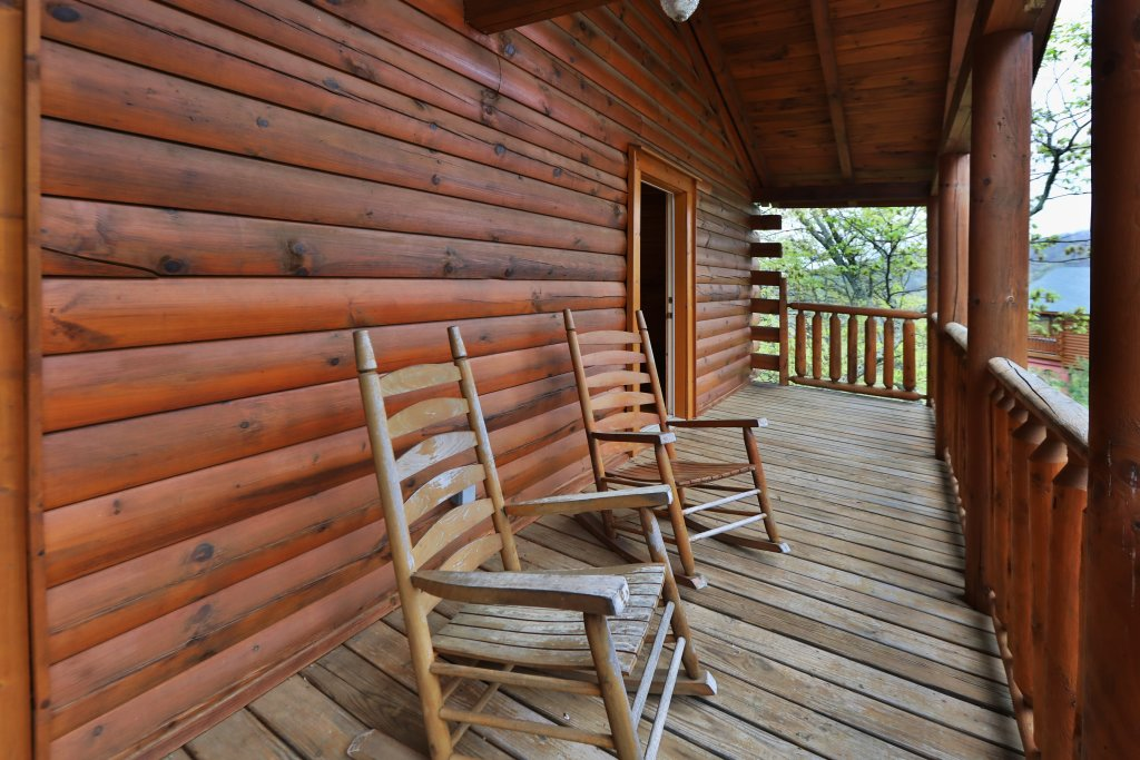 Photo of a Pigeon Forge Cabin named Bentley Lodge - This is the eighth photo in the set.