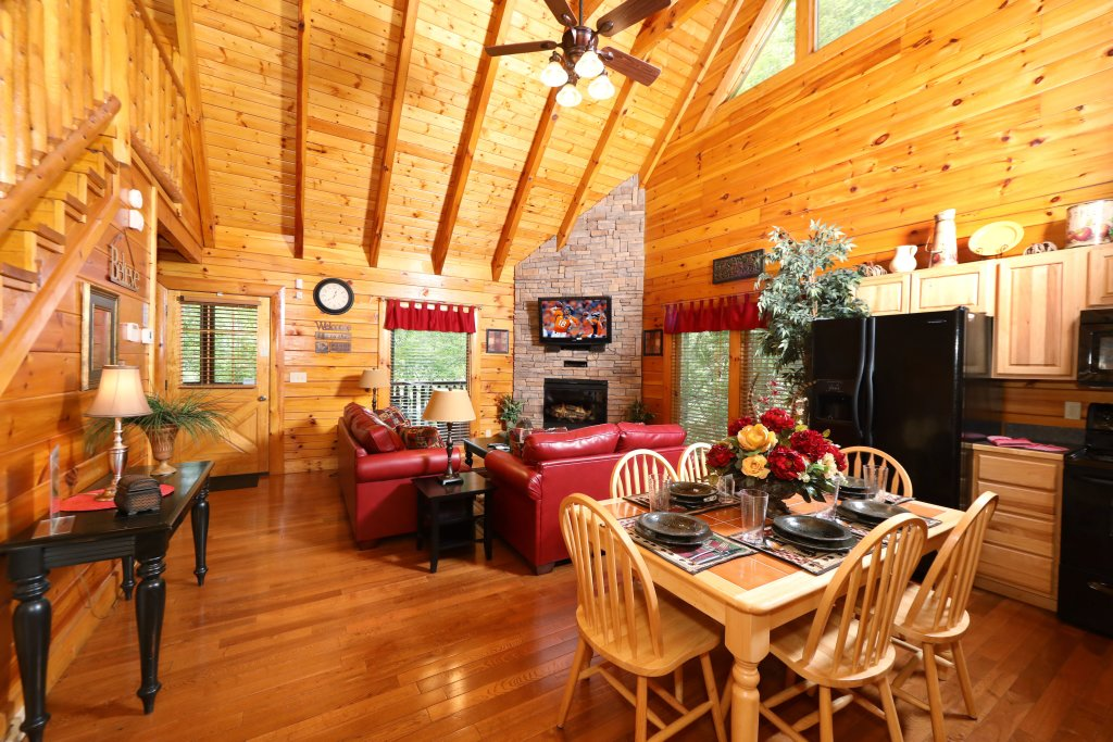 Photo of a Pigeon Forge Cabin named Around The Mountain - This is the twenty-first photo in the set.