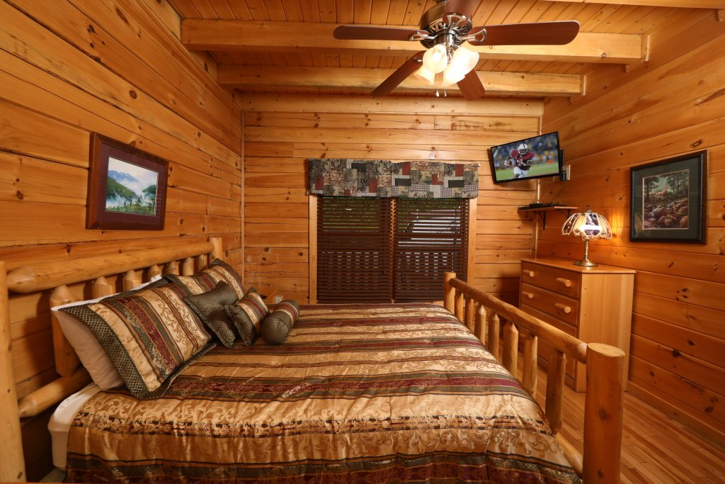 Photo of a Pigeon Forge Cabin named Bentley Lodge - This is the twenty-ninth photo in the set.