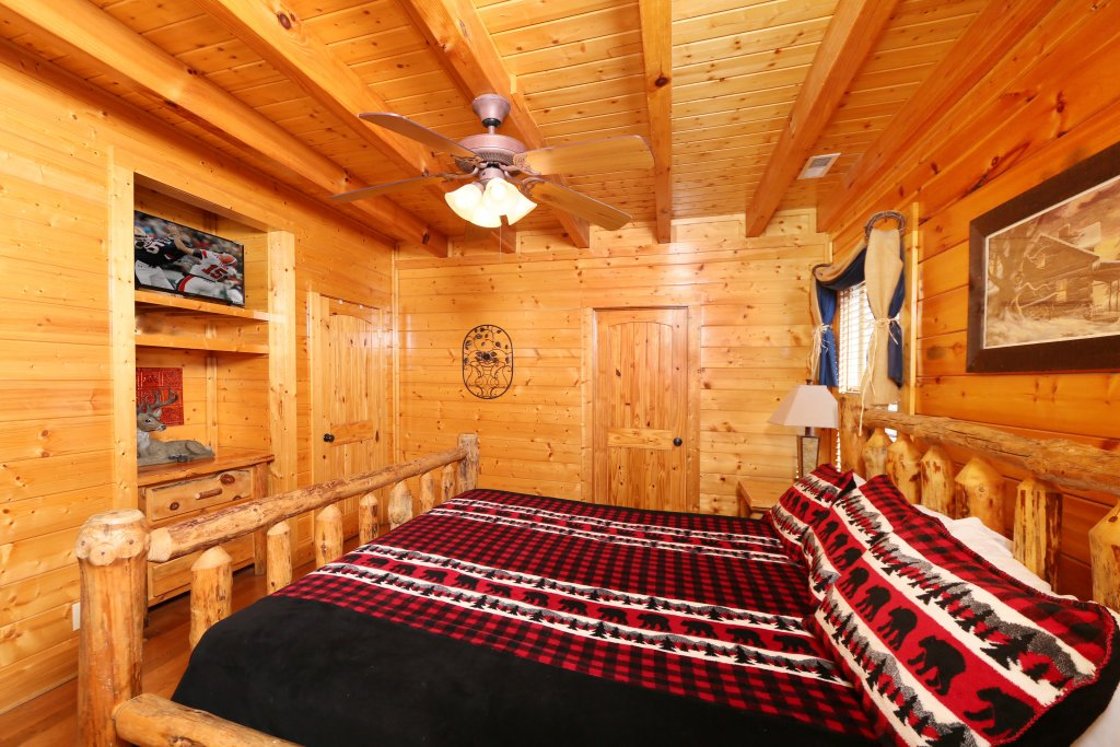 Photo of a Pigeon Forge Cabin named April Mist - This is the twelfth photo in the set.