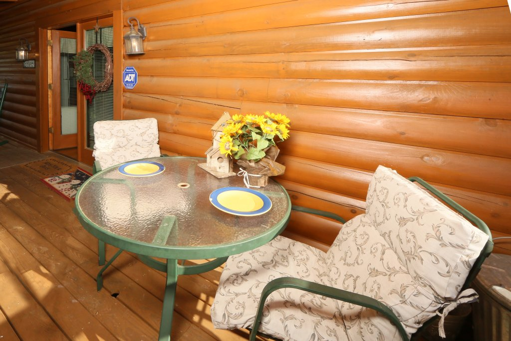Photo of a Pigeon Forge Cabin named Bear Heaven - This is the fifth photo in the set.
