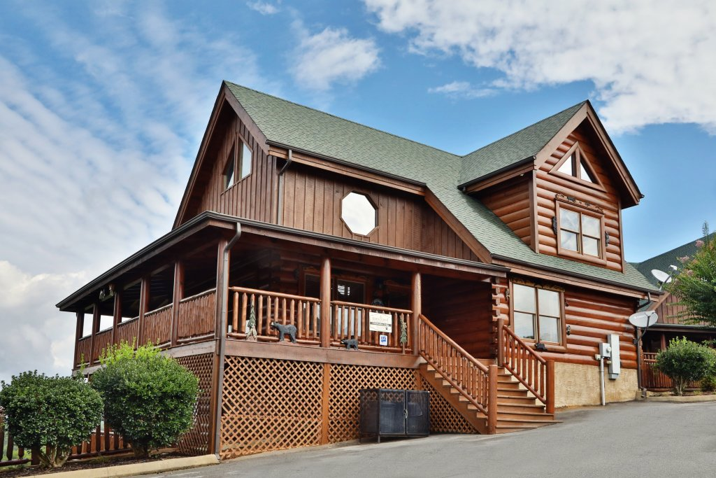 Photo of a Pigeon Forge Cabin named Celebration Lodge - This is the first photo in the set.
