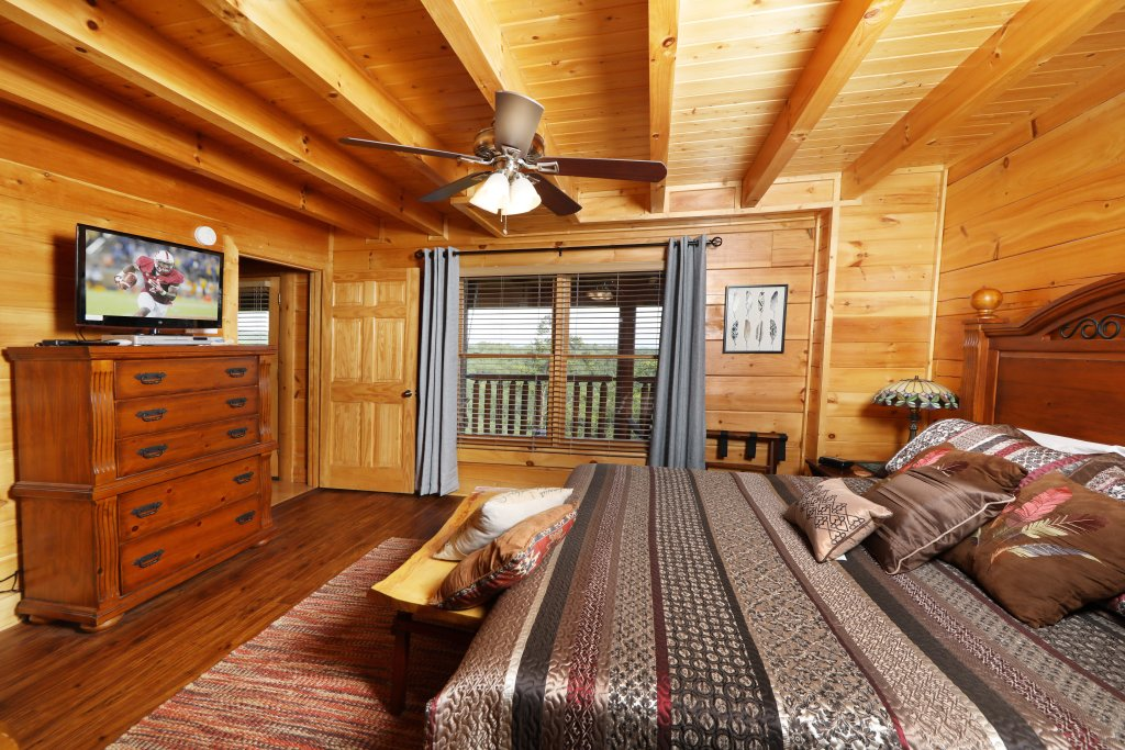 Photo of a Pigeon Forge Cabin named Celebration Lodge - This is the thirty-seventh photo in the set.