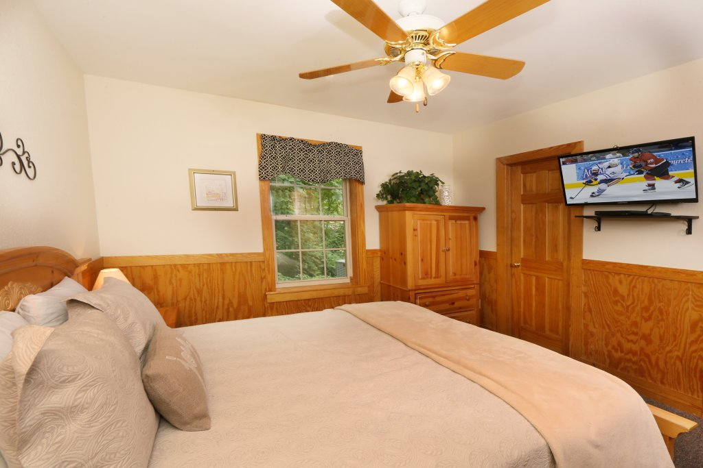 Photo of a Pigeon Forge Cabin named Holly Grove (#1) - This is the nineteenth photo in the set.