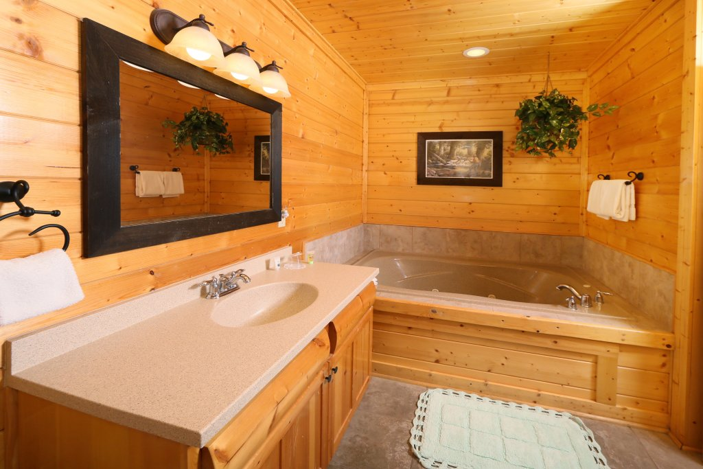 Photo of a Pigeon Forge Cabin named April Mist - This is the fourteenth photo in the set.