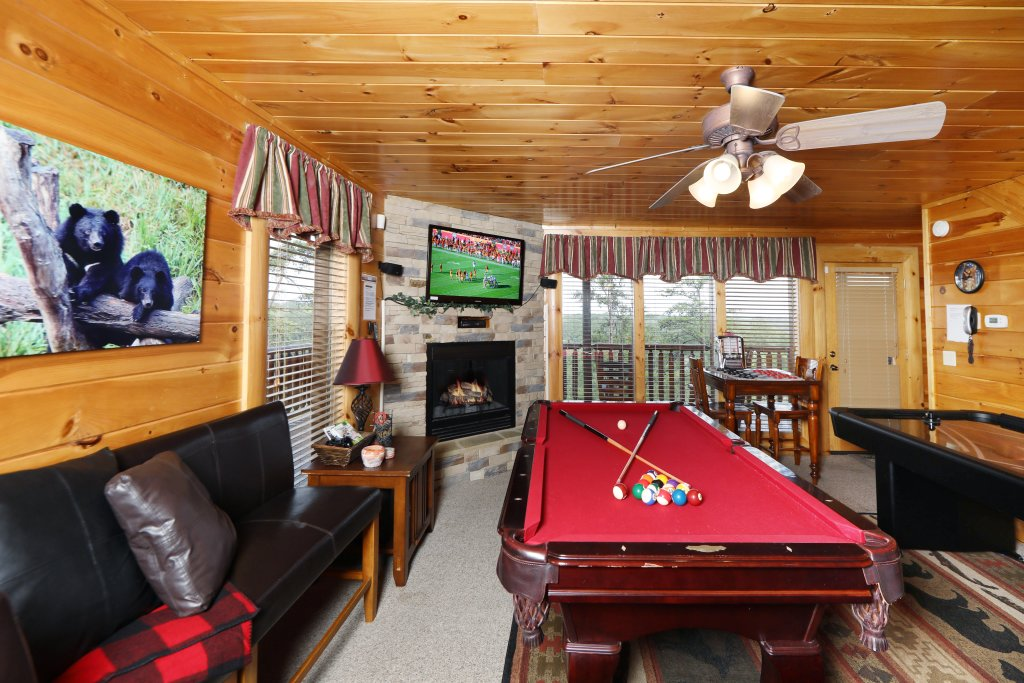Photo of a Pigeon Forge Cabin named Celebration Lodge - This is the sixteenth photo in the set.