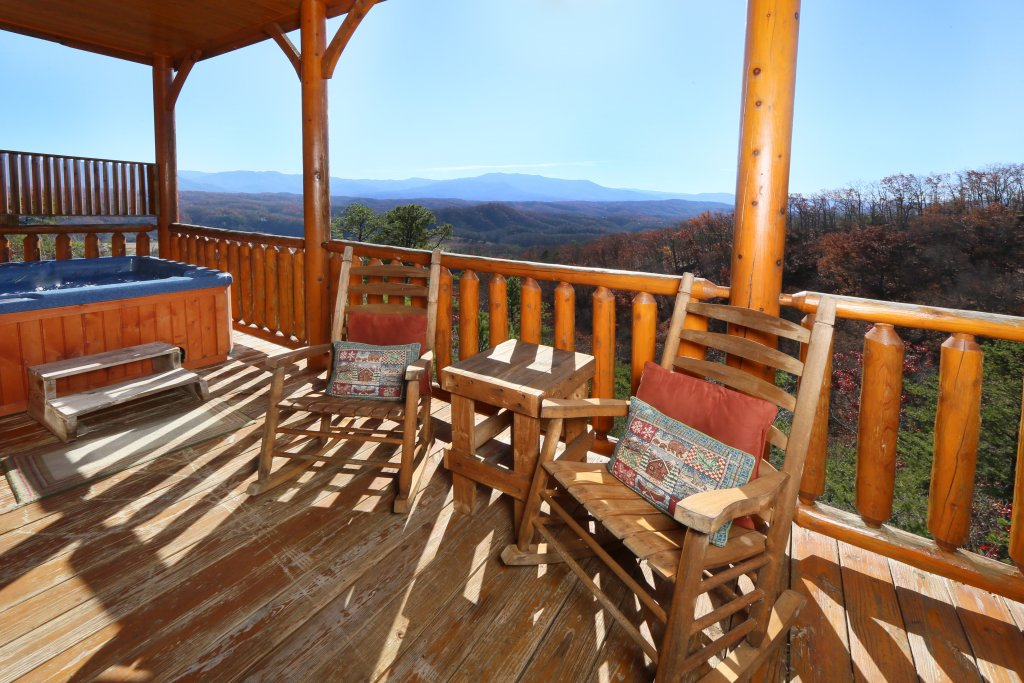 Photo of a Pigeon Forge Cabin named April Mist - This is the third photo in the set.