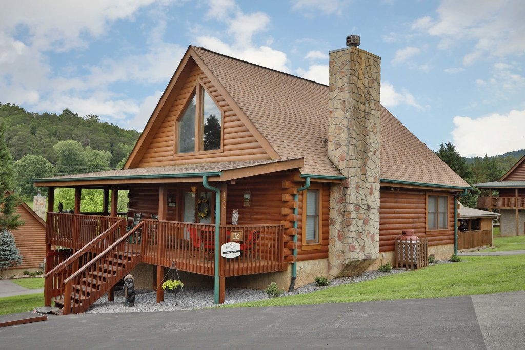 Photo of a Pigeon Forge Cabin named Bear Heaven - This is the first photo in the set.