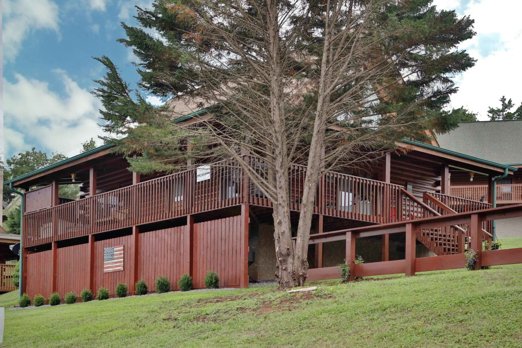 Photo of a Pigeon Forge Cabin named Bear Heaven - This is the ninth photo in the set.