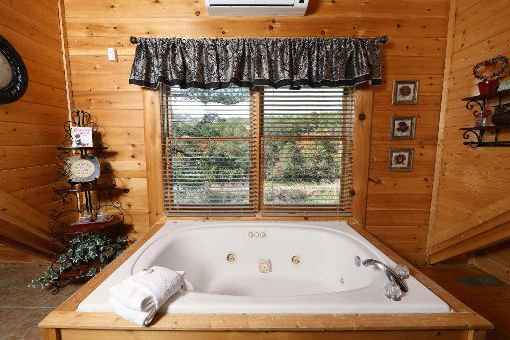 Photo of a Pigeon Forge Cabin named Blessed Nest - This is the twenty-seventh photo in the set.