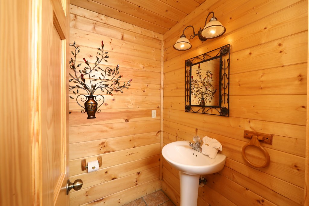 Photo of a Pigeon Forge Cabin named Blessed Nest - This is the forty-third photo in the set.