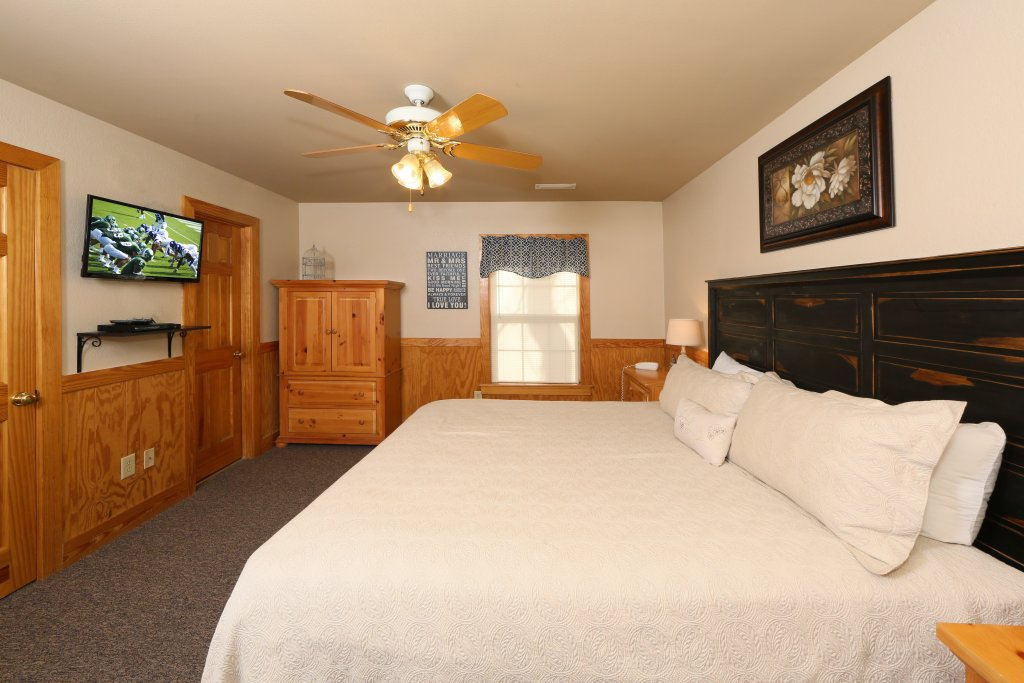 Photo of a Pigeon Forge Cabin named Cedar Falls (#8) - This is the nineteenth photo in the set.